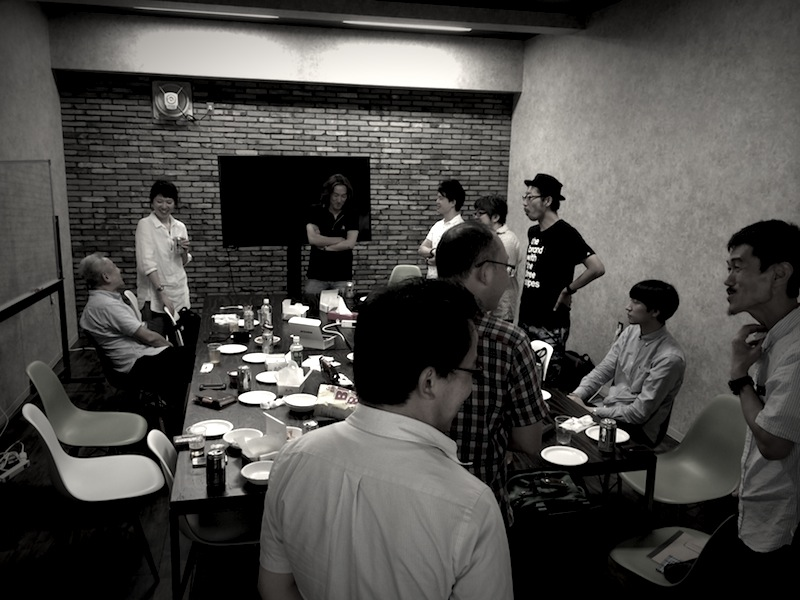 UXコミュニティメンバーのミーティング風景