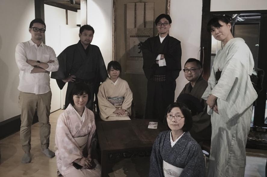 全員着物で運営メンバー「京都 月と」にて